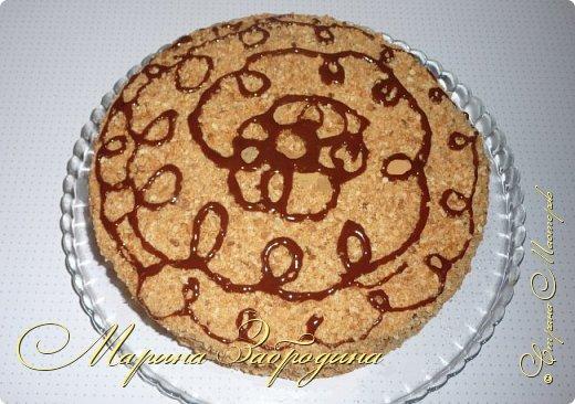 """Всем привет! Готовлю сегодня самый любимый тортик в моей семье """"Медовик"""". В нашем понимании этот медовый торт должен быть пропитан обязательно сметанным кремом. Это очень вкусно! Украсить можно либо растопленным шоколадом, либо глазурью, или на ваш выбор."""