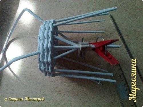 Кукольная жизнь Мастер-класс Поделка изделие Плетение Кукольная плетеная мебель выпуск первый Бумага Трубочки бумажные фото 16