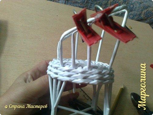 Кукольная жизнь Мастер-класс Поделка изделие Плетение Кукольная плетеная мебель выпуск первый Бумага Трубочки бумажные фото 26