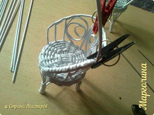 Кукольная жизнь Мастер-класс Поделка изделие Плетение Кукольная плетеная мебель выпуск первый Бумага Трубочки бумажные фото 29