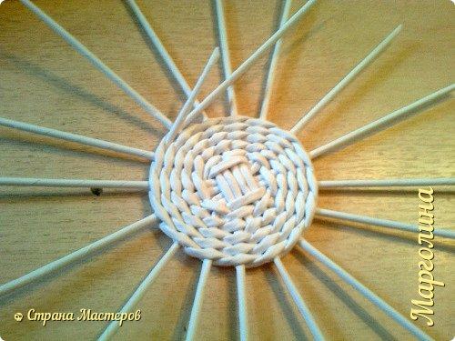 Кукольная жизнь Мастер-класс Поделка изделие Плетение Кукольная плетеная мебель выпуск первый Бумага Трубочки бумажные фото 6