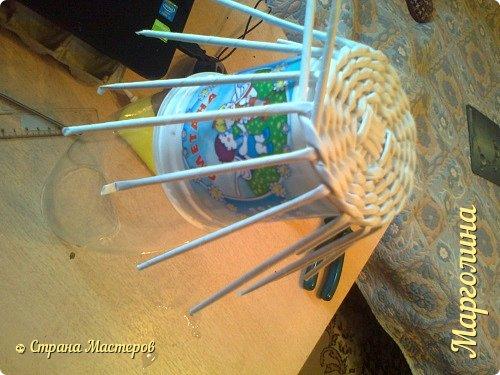 Кукольная жизнь Мастер-класс Поделка изделие Плетение Кукольная плетеная мебель выпуск первый Бумага Трубочки бумажные фото 7