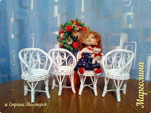 Кукольная жизнь Мастер-класс Поделка изделие Плетение Кукольная плетеная мебель выпуск первый Бумага Трубочки бумажные фото 2