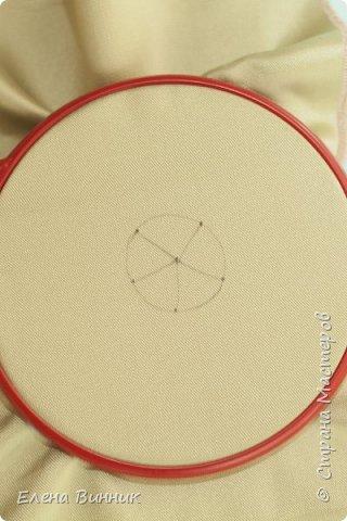 Вышивка лентами - это вид рукоделия, способ вышивания рисунка с помощью иглы и атласных лент. Этот вид рукоделия очень популярен. Я предлагаю Вам научиться вышивать розу лентами. фото 3
