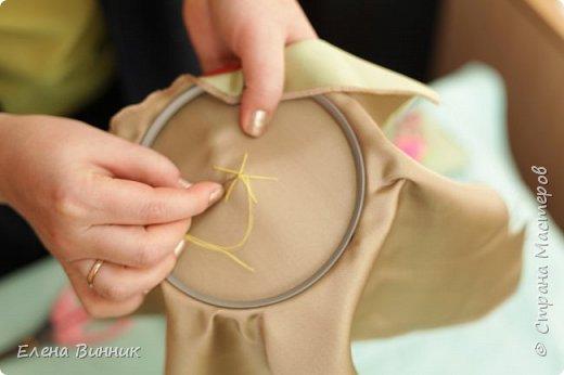 Вышивка лентами - это вид рукоделия, способ вышивания рисунка с помощью иглы и атласных лент. Этот вид рукоделия очень популярен. Я предлагаю Вам научиться вышивать розу лентами. фото 5