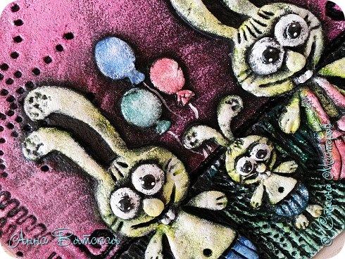 Вечер добрый)))заказали мне моих зайцев..да и не мои они даже, года два назад, когда на море были - увидела магнитики из глины с такими зайцами, запали они в душу. Давно хотела сделать, сделала дочурке на пробу в комнату на стену целый триптих)))я его уже показывала. Решила и Вам показать как я их делаю))лепили с дочей вместе))ей очень понравилось))) фото 39