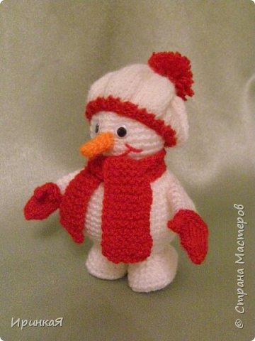 Вот таких снеговичков вязала в прошлом году сыну в детский сад фото 1