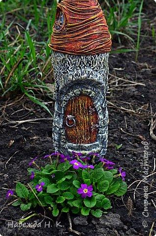 Доброго времени суток! Этим летом захотелось украсить свой садовый участок небольшими скульптурами в технике папье-маше. Решила, что пока нет достаточного опыта, пусть это будут простые формы, допустим уютный домик для гнома. Прочитала в любимом интернете кучу материала, когда поняла для себя основные моменты принялась за дело. фото 1