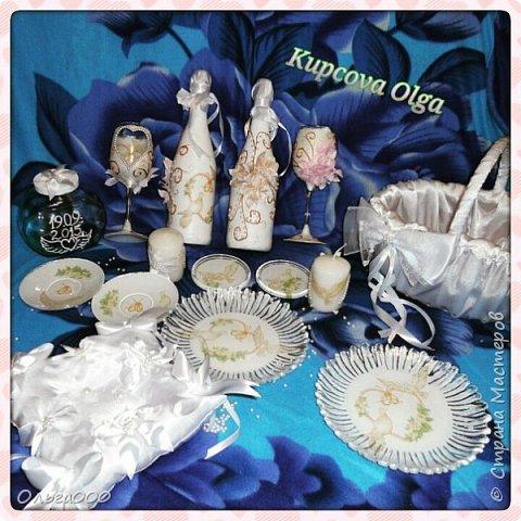 Корзинка,бутылочки  для годовщин,Бокалы, тарелочки для основных блюд, блюдца,подставки для свечек,свечки, баночка для песочной церемонии,подушечка для колец