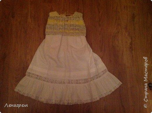 Здравствуй, страна! В подарок подружке из Страны Мастеров создалось платье для ее доченьки. Платье детское на 3 года,в работе использовались нитки хлопчатобумажные, ткань льняная. Вот что получилось в результате работы: фото 6