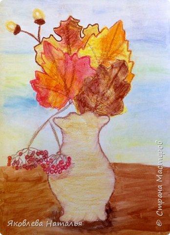 """Всем здравствуйте! Вот и началась осень, а вместе с ней и учебный год! Листая странички избранных авторов, вдохновилась у Алённы работами её учеников """"Осеннее настроение"""" http://stranamasterov.ru/node/833638 и в частности осенним натюрмортом в технике сухой пастели. Очень понравилось сочетание чёрного фона и ярких красок осени! За что ей огромное спасибо! Она, и её ученики, очень талантливые люди! В этот учебном году я буду продолжать работу с дошкольниками и этот натюрморт хочу нарисовать с детьми 5-6 лет, поэтому немного упростила и хочу поделиться своими этапами рисования. фото 31"""