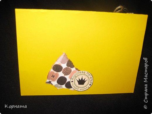 Всем доброго времени суток, дорогие друзья и мастера! Сегодня я с открыточками. Эту открыточку сделала в подарок Любаше(Любасик) , когда она была в Москве, хотелось что-то задорное, вот получилась такая пуговичная улыбашка. фото 3
