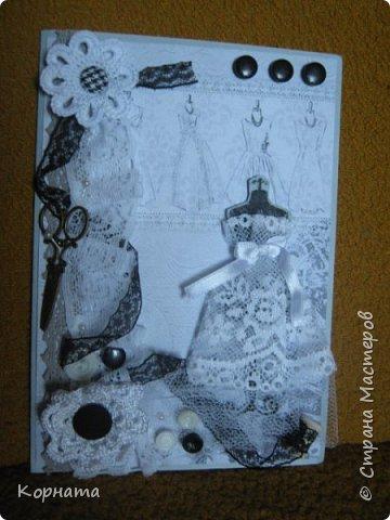 Всем доброго времени суток, дорогие друзья и мастера! Сегодня я с открыточками. Эту открыточку сделала в подарок Любаше(Любасик) , когда она была в Москве, хотелось что-то задорное, вот получилась такая пуговичная улыбашка. фото 24