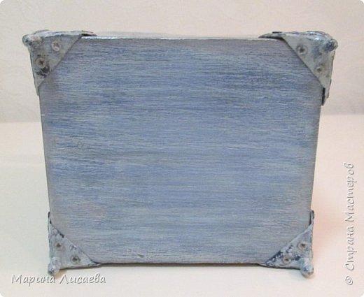 Здравствуйте, мои дорогие жители СМ! Заказали мне короб для кухни в подарок. Условия таковы: цвет синий с серым (в тон кухни одариваемого), обязательно картинка, но и рисунок дерева показать. Вот что у меня получилось. Бантик фиксировать не стала, чтобы его можно было снять. фото 7