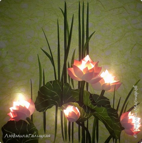 И снова- удивительный  цветок  лотоса! Наступила  осень, дни стали короче, солнышка  все  меньше. И вот в такие ненастные дни и   родился этот волшебный LED- светильник, дарящий мудрость и позволяющий взглянуть  вглубь  себя.  фото 13