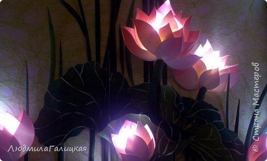 И снова- удивительный  цветок  лотоса! Наступила  осень, дни стали короче, солнышка  все  меньше. И вот в такие ненастные дни и   родился этот волшебный LED- светильник, дарящий мудрость и позволяющий взглянуть  вглубь  себя.  фото 16
