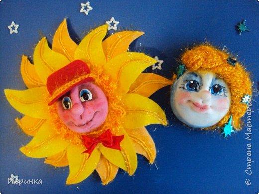Здравствуйте друзья! На вебинаре в СМ Елена Аулова проводила МК по солнышку в технике структурного  текстиля. И хотя эта техника мне не близка, уж очень мне понравились её светила. Решила тоже попробовать сделать.  фото 5