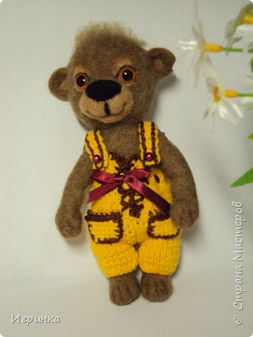 Всем доброго времени суток! Вдохновившись валяшками Татьяны Бараковой решила свалять медвежонка. Родился он у меня худенький, ростиком 16 см. фото 3