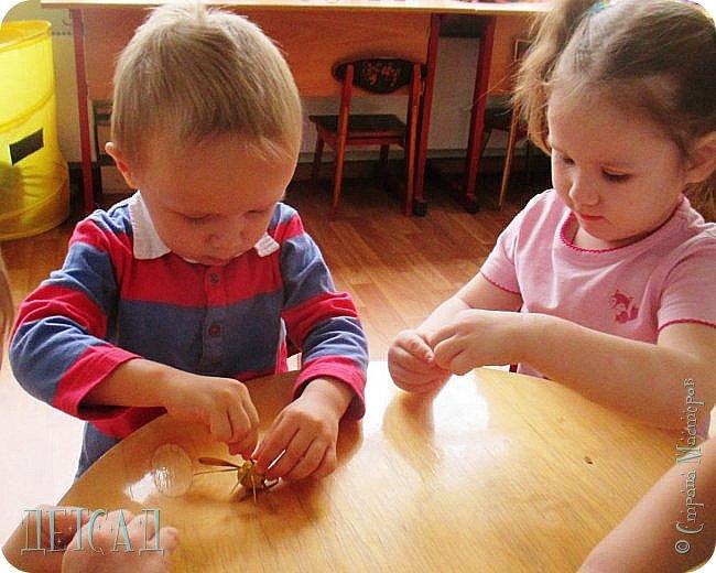 Вот такие ромашки получились у моих дошколят ...жалко, что под рукой не было РОМАШКОВОГО СЕРДЕЧКА... фото 7