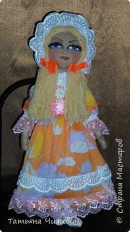 """Куклу заказали на подарок ребенку.Мама хотела """" тряпичную куклу ,какие были в древности у детей"""" О_О Какие в древности были тряпичные куклы ,не знаю-тогда фото в инет не выкладывали)))))),поэтому сшила в стиле примитив.Выкройку было лень искать и скачивать-нарисовала сама.Мама и ребенок остались довольны :-)  фото 1"""