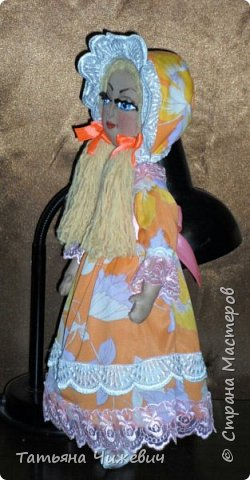 """Куклу заказали на подарок ребенку.Мама хотела """" тряпичную куклу ,какие были в древности у детей"""" О_О Какие в древности были тряпичные куклы ,не знаю-тогда фото в инет не выкладывали)))))),поэтому сшила в стиле примитив.Выкройку было лень искать и скачивать-нарисовала сама.Мама и ребенок остались довольны :-)  фото 2"""