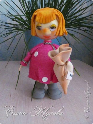Немного не успела я с конкурсными работами . Смерть двоюродного брата смешала все планы, еле -еле успела последнюю детскую работу догрузитьи уехала на похороны. Сегодня вот вернулась и решила показать последнюю выполненную для конкурса  работу  в блоге Народная кукла Мировое дерево или Роща. Такую куклу обычно делали к свадьбе. Ею украшали свадебный пирог и хранили потом всю жизнь как оберег семейного мира. фото 17