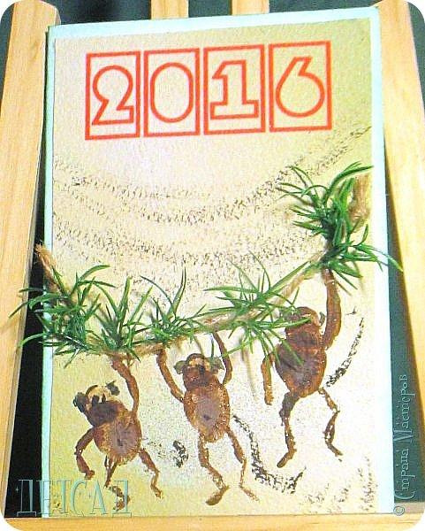 2016 год - это год Красной Огненной Обезьяны. Он наступит в ночь с 7 на 8 февраля 2016 года. Но у нас - россиян - принято дарить подарки в декабре!! А так как декабрь не за горами - мы начали готовить открытки с символом 2016 года