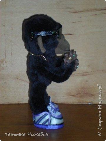 """Вдохновилась работой Ольги Вериной"""" Обезьянка -Олигарх"""" https://stranamasterov.ru/node/963292 И тоже решила сделать """"крутого"""" примата. Высота 19 см,стоит самостоятельно.В левой лапе должен быть веер из денег,но возникла проблема с принтером.Отремонтирую и исправлю этот недостаток:-)  фото 4"""