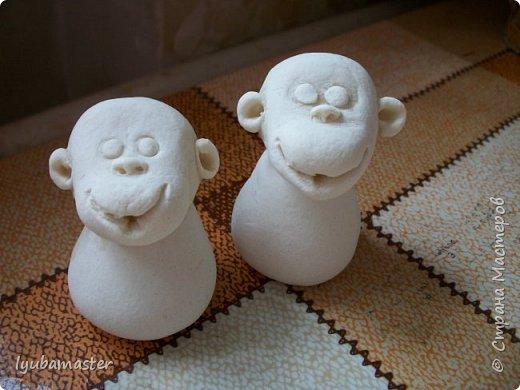 """Здравствуйте дорогие мастера. Снова я к вам с обезьянками.....Новый год впереди, вот и леплю.  Размеры  7-8 см. Краски- акрил, акварель.Лак аэрозольный """"ВOSNY"""". фото 5"""