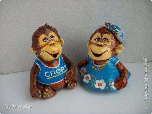 """Здравствуйте дорогие мастера. Снова я к вам с обезьянками.....Новый год впереди, вот и леплю.  Размеры  7-8 см. Краски- акрил, акварель.Лак аэрозольный """"ВOSNY"""". фото 7"""