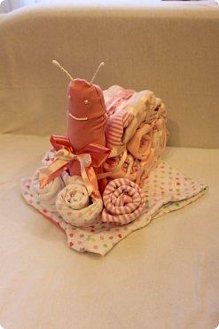 Мастер-класс Упаковка День рождения Моделирование конструирование Подарок новорожденной Улитка из детской одежды фото 13