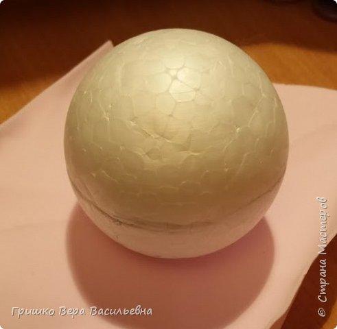 """Мой первый опыт работы с фоамираном. Предлагаю и вам сделать такого веселого поваренка. он непременно подарит вам радость. Для работы потребуется: Шарики пенопластовые диаметром 6 см- для головы и туловища, пенопластовое яйцо,пенопласт, проволока, фоамиран 6 цветов (можно менять по желанию). ленточка атласная, клей пистолет, клей момент""""Секунда"""", контуры по ткани фото 2"""