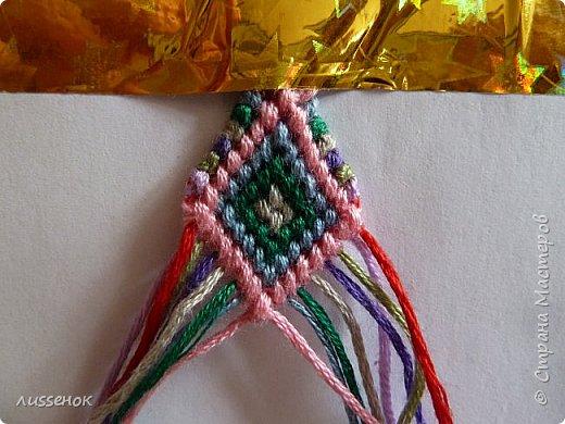 Хорошего всем настроения жители Страны Мастеров! Сегодня я хочу рассказать о плетении классической фенечки - конфетки из 16 нитей. фото 22