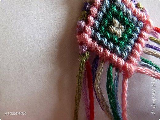 Хорошего всем настроения жители Страны Мастеров! Сегодня я хочу рассказать о плетении классической фенечки - конфетки из 16 нитей. фото 24