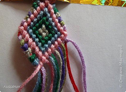 Хорошего всем настроения жители Страны Мастеров! Сегодня я хочу рассказать о плетении классической фенечки - конфетки из 16 нитей. фото 25