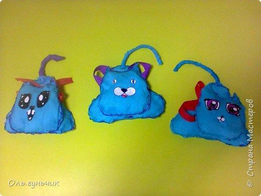 Вот накопились работы моих учеников, показываю))) Вот таких котяток из гофрированной бумаги сделали четвероклашки. Спасибо за идею Ольге: https://stranamasterov.ru/node/123563 фото 1
