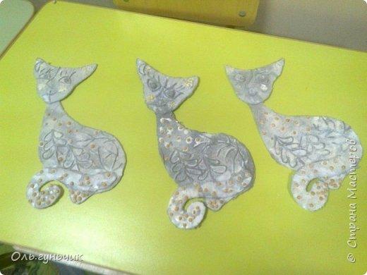 Вот накопились работы моих учеников, показываю))) Вот таких котяток из гофрированной бумаги сделали четвероклашки. Спасибо за идею Ольге: https://stranamasterov.ru/node/123563 фото 6