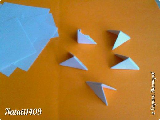 Добрый день любимая Страна!  Сегодня хочу показать работы в которых я попробовала соединить две бумажные техники. Это плетение из газет и модульное оригами. Оказалось, что тут открывается простор для творчества, потому как модули можно располагать и соединять не однозначно. И они, на мой взгляд, украшают плетеночки. фото 2