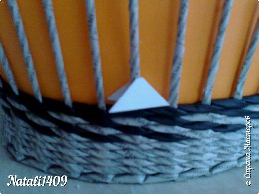 Добрый день любимая Страна!  Сегодня хочу показать работы в которых я попробовала соединить две бумажные техники. Это плетение из газет и модульное оригами. Оказалось, что тут открывается простор для творчества, потому как модули можно располагать и соединять не однозначно. И они, на мой взгляд, украшают плетеночки. фото 10