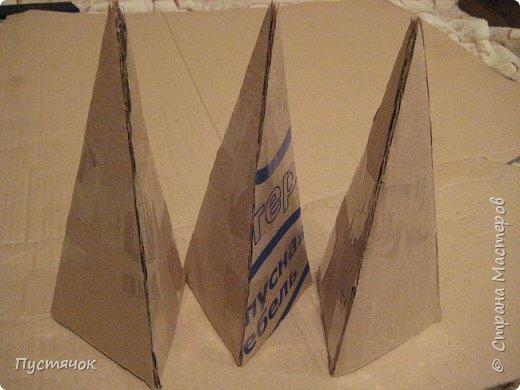 Здравствуйте все !  С прошлого года остался фотоматериал по изготовлению елочек-пирамидок-топиарчиков.    А я их  не показала из-за отсутствия хороших фотографий готовых пирамидок. Но подумала и решила всё-таки выставить МК, ведь главное в МК не демонстрация конечного результата (хотя и это тоже важно), а сам процесс изготовления.  фото 7