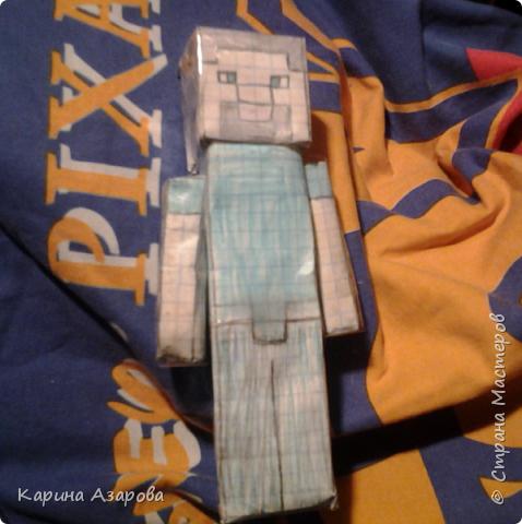 Здравствуйте, мой брат очень любит играть в игру Minecraft. Я ему сделала главного героя этой игры Стив. фото 1
