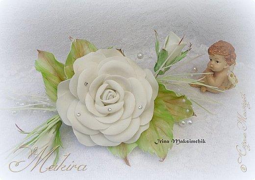 Белая роза - заколка из фоамирана.