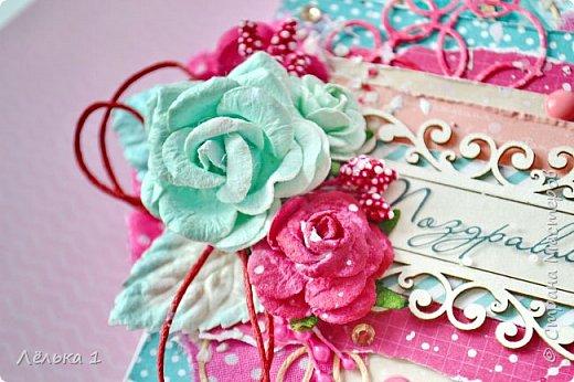 Привет! Яркая открытка для поздравления. Скрап бумага, вырубка, чипборд, цветы, ткань, дотсы, паста через трафарет, тычинки, стразы. фото 2
