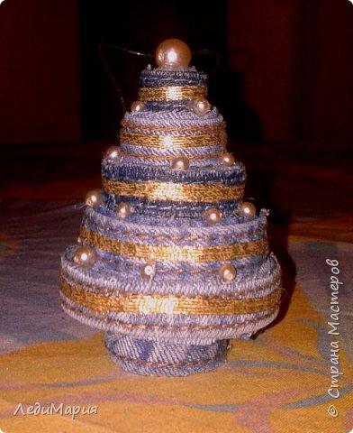 Даже из самых маленьких кусочков джинс можно сделать небольшое украшение для новогодней елочки!