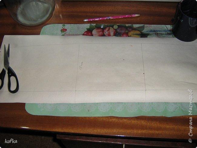Здравствуйте, дорогие соседи.  Хочу показать процесс создания круглой коробочки-шкатулки из тонкого, всем доступного, картона. Таким способом можно создать объект любого размера, что дает много возможностей, потому как многие привязаны к разным бобинкам от т/б, бумажных полотенец, и т.д. для создания шкатулок и стаканчиков для органайзеров. Еще я нашла способ сделать очень аккуратный стык между стенками и дном изнутри, этого очень сложно добиться, если оклеивать готовое изделие. Темные пятна внутри - это просто еще не просохло, потом их не будет. фото 4