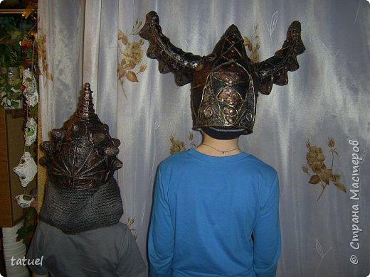 Всем доброго времени суток! Внучата попросили сделать шлемы.  Никогда ничего подобного не делала.  Поэтому это первый опыт в производстве шлемов . Все думала и планировала сам процесс создания.  Но нет ничего не возможного, оказывается! фото 10