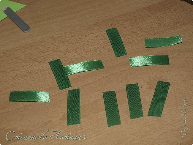 Добрый вечер Страна! Хочу показать как я делаю уже второй год магнитики ёлочки. Время на изготовление - минимальное! По сложности - справится и ребенок.Ну а материал всегда такой найдется. Вдохновилась я ёлочками - заколочками от Мери http://stranamasterov.ru/node/679997 фото 5