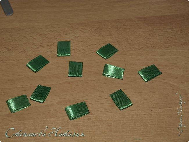 Добрый вечер Страна! Хочу показать как я делаю уже второй год магнитики ёлочки. Время на изготовление - минимальное! По сложности - справится и ребенок.Ну а материал всегда такой найдется. Вдохновилась я ёлочками - заколочками от Мери http://stranamasterov.ru/node/679997 фото 6