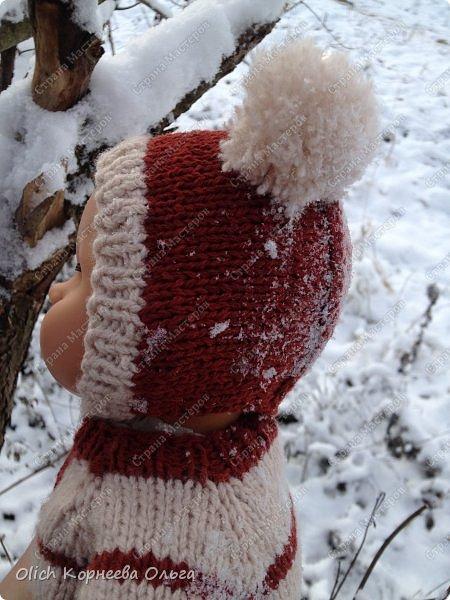 Доброго времени суток! А давайте порадуем наших дочурок и их любимых куколок, свяжем им теплый комплект на зиму: конверт, шапочку и рукавички. Я вчера закончила эту работу и вечером пошел снег - это знак :) фото 3