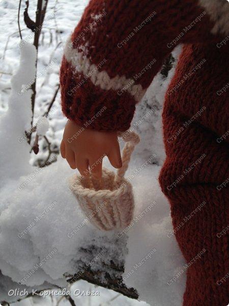 Доброго времени суток! А давайте порадуем наших дочурок и их любимых куколок, свяжем им теплый комплект на зиму: конверт, шапочку и рукавички. Я вчера закончила эту работу и вечером пошел снег - это знак :) фото 7